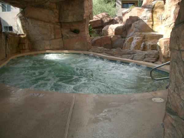 Hot tub arizona spring training condo rentals for Az cabin rentals with hot tub